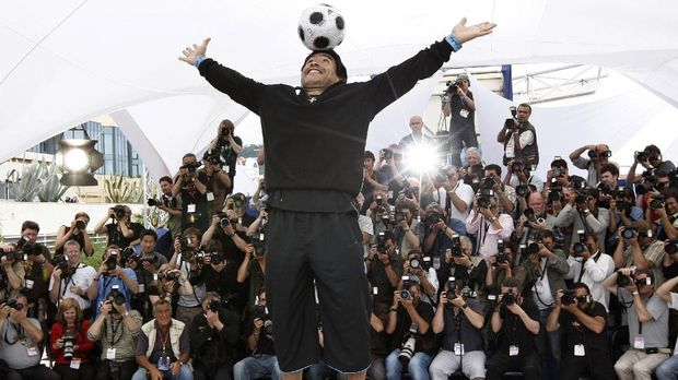FILE - In this May 20, 2008 file photo former Argentine soccer player Diego Maradona poses during the photo call for the documentary