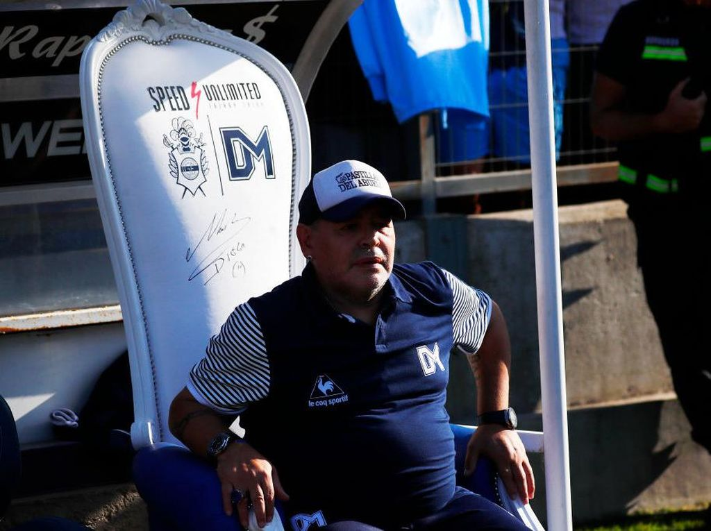 Maradona dalam Kenangan: Dewa Saat Main, Manusia Biasa Saat Melatih
