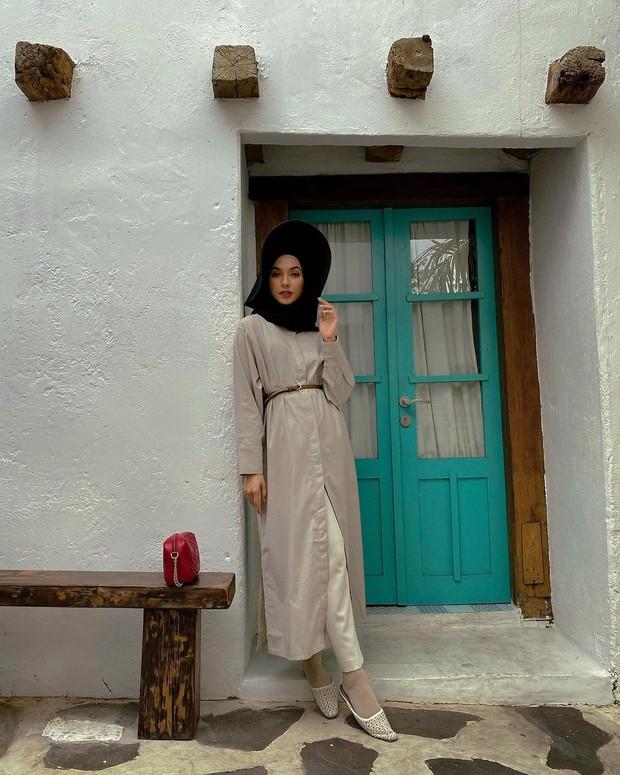 Outfit minimalis ala Fita Wulansari.