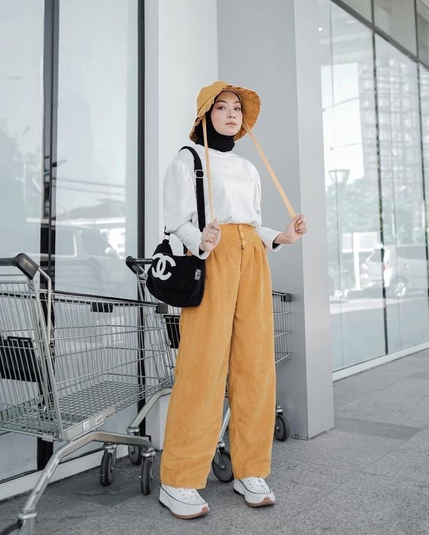 Inspirasi outfit kuning untuk hijabers.