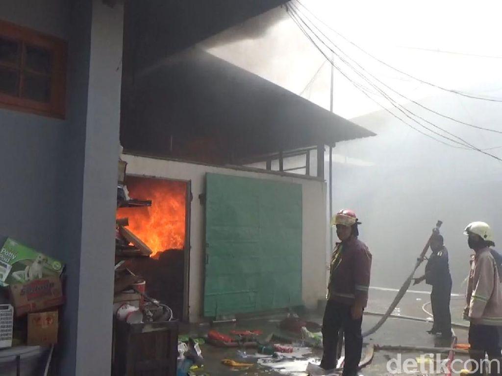 Gudang Kain di Tulungagung Terbakar, Kerugian Ditaksir Rp 500 Juta