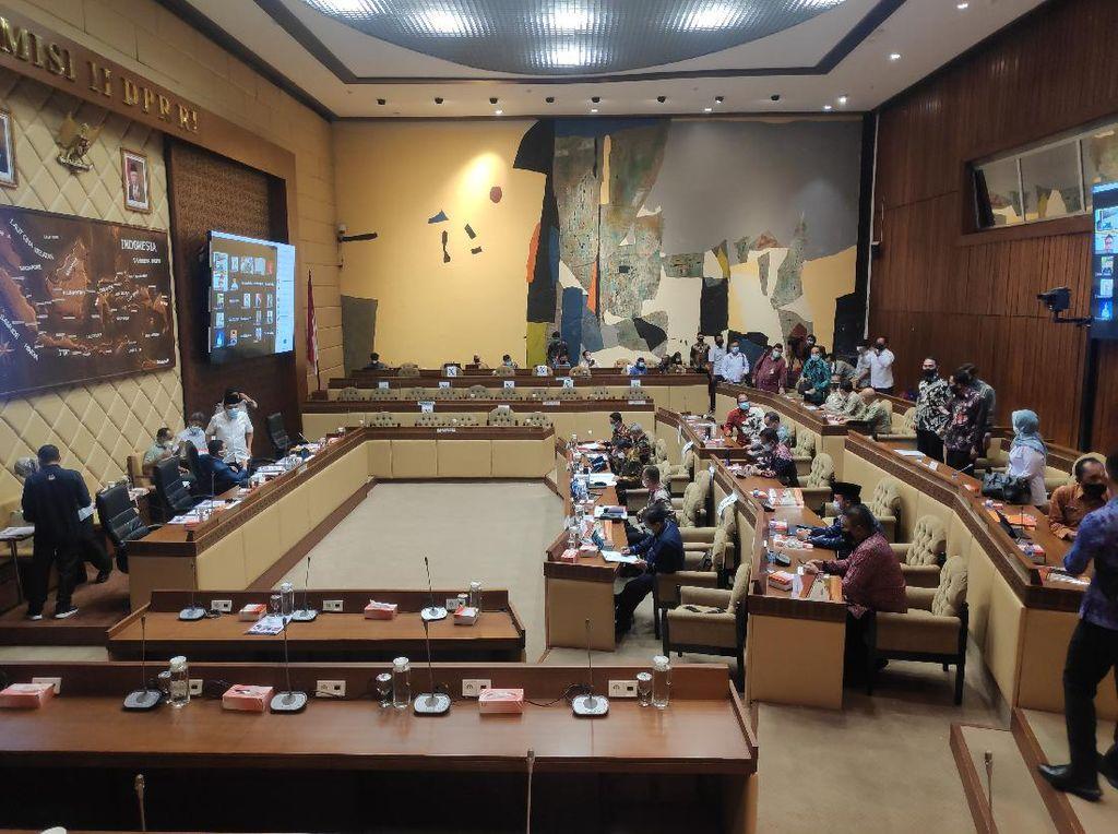 Rapat Bareng Komisi II, KPU Ungkap 100 Juta Orang Masuk DPT Pilkada 2020