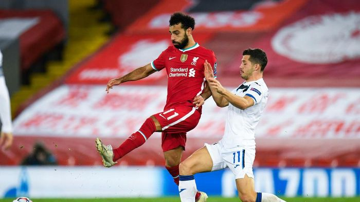 LIVERPOOL, ENGLAND - NOVEMBER 25: Mohamed Salah of Liverpool is challenged by Remo Freuler of Atalanta B.C. during the UEFA Champions League Group D stage match between Liverpool FC and Atalanta BC at Anfield on November 25, 2020 in Liverpool, England. Sporting stadiums around the UK remain under strict restrictions due to the Coronavirus Pandemic as Government social distancing laws prohibit fans inside venues resulting in games being played behind closed doors. (Photo by Peter Powell - Pool/Getty Images)
