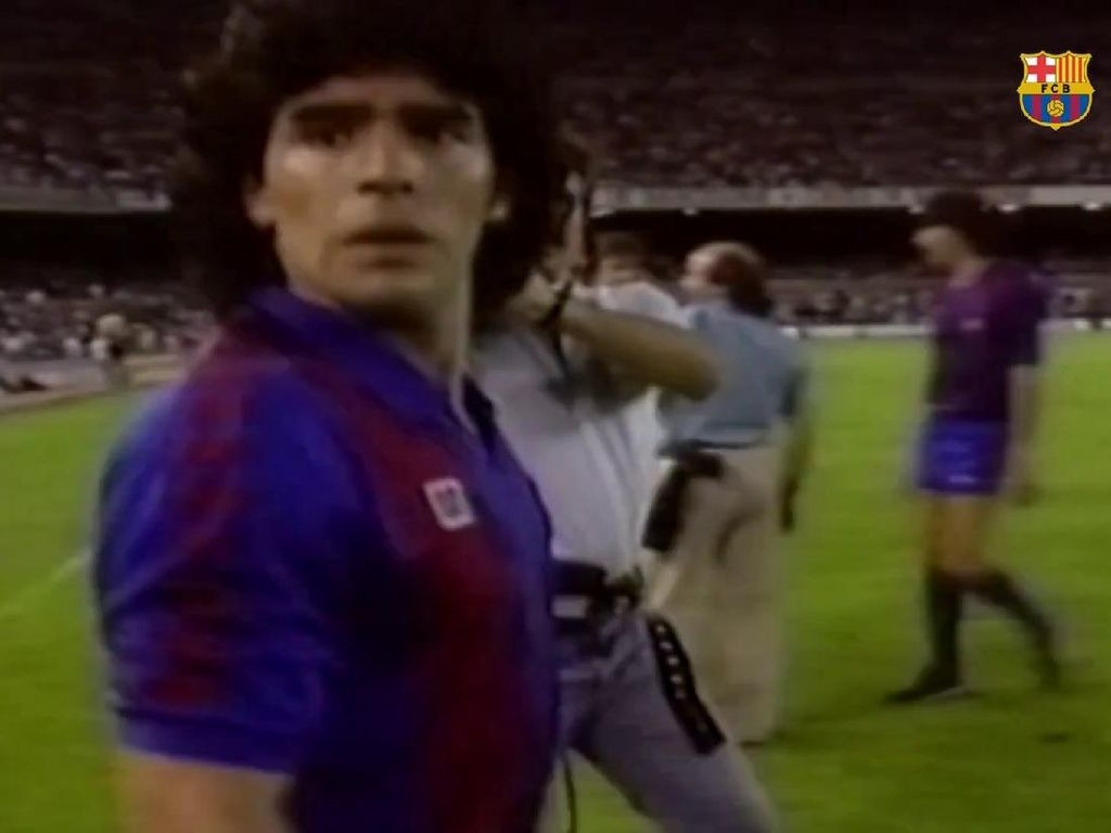 Ciamik! Simak Video Ragam Aksi Maradona di Barcelona