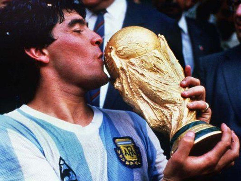 Maaf, Jersey Tangan Tuhan Diego Maradona Ini Tidak Dijual