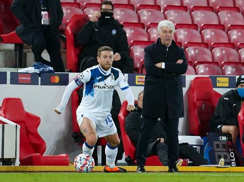 LIVERPOOL, ENGLAND - NOVEMBER 25: Gian Piero Gasperini, Head Coach of Atalanta B.C. looks on as Alejandro Gomez of Atalanta B.C. controls the ball during the UEFA Champions League Group D stage match between Liverpool FC and Atalanta BC at Anfield on November 25, 2020 in Liverpool, England. Sporting stadiums around the UK remain under strict restrictions due to the Coronavirus Pandemic as Government social distancing laws prohibit fans inside venues resulting in games being played behind closed doors. (Photo by Jon Super - Pool/Getty Images)