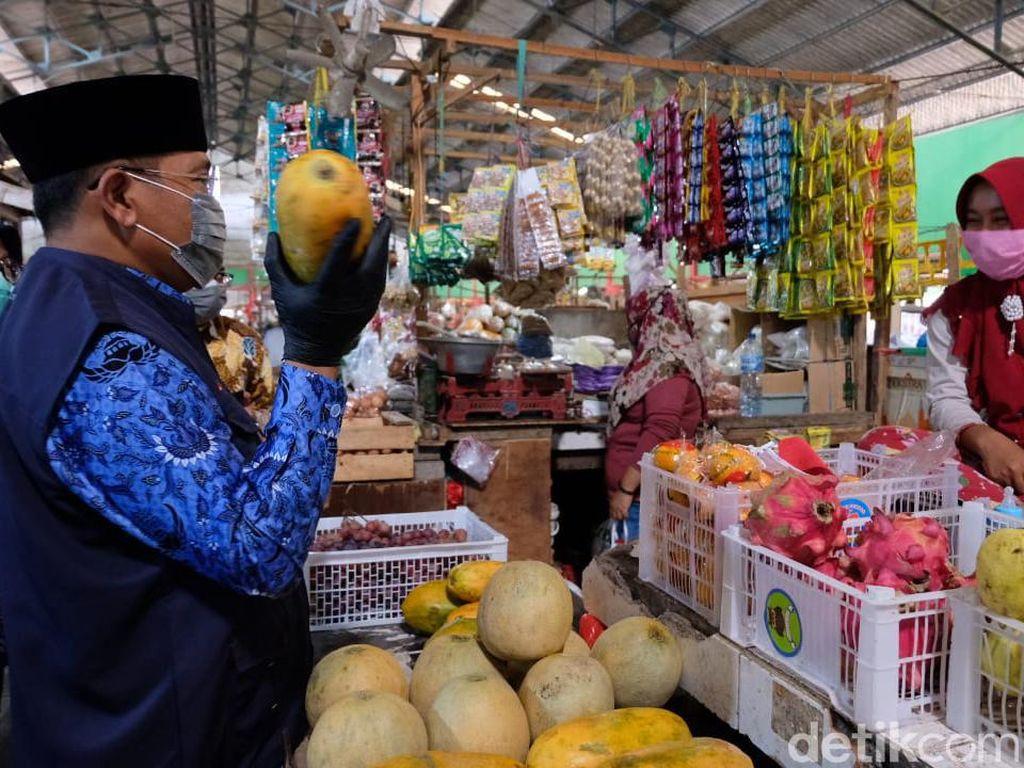 Sidak ke Pasar, Pj Bupati Sidoarjo Awasi Kebersihan dan Penerapan Prokes