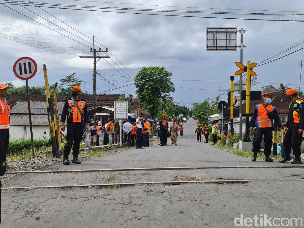 Warga Menolak, PT KAI Tak Jadi Tutup Lintasan Kereta Tanpa Palang di Blitar