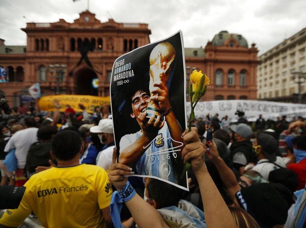 Haru, Presiden Argentina Beri Penghormatan Terakhir untuk Maradona