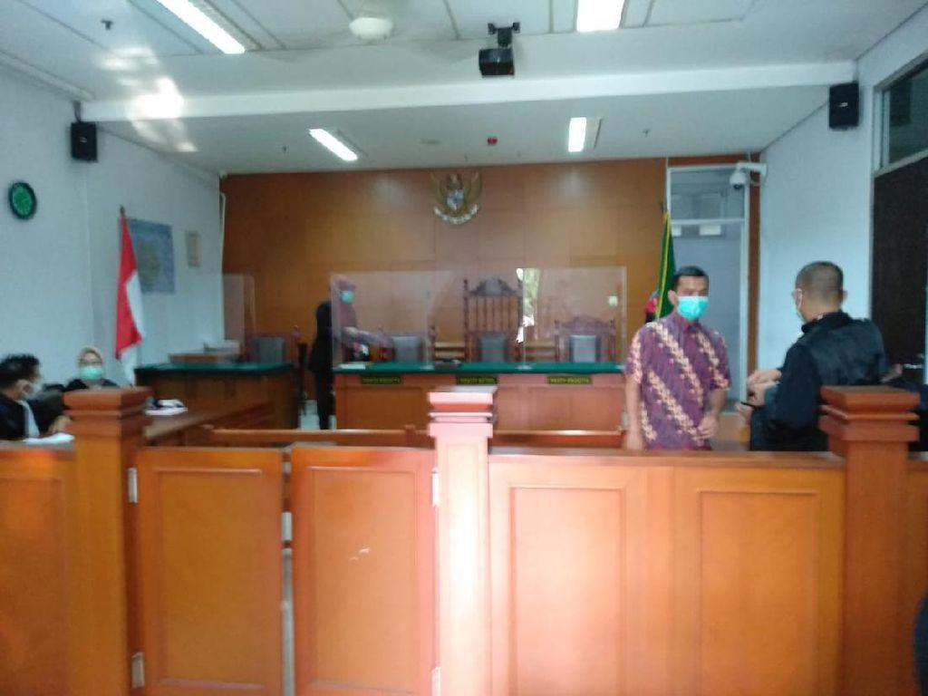 Hakim Absen Sidang, Pembacaan Vonis Bos PS Store Ditunda Pekan Depan