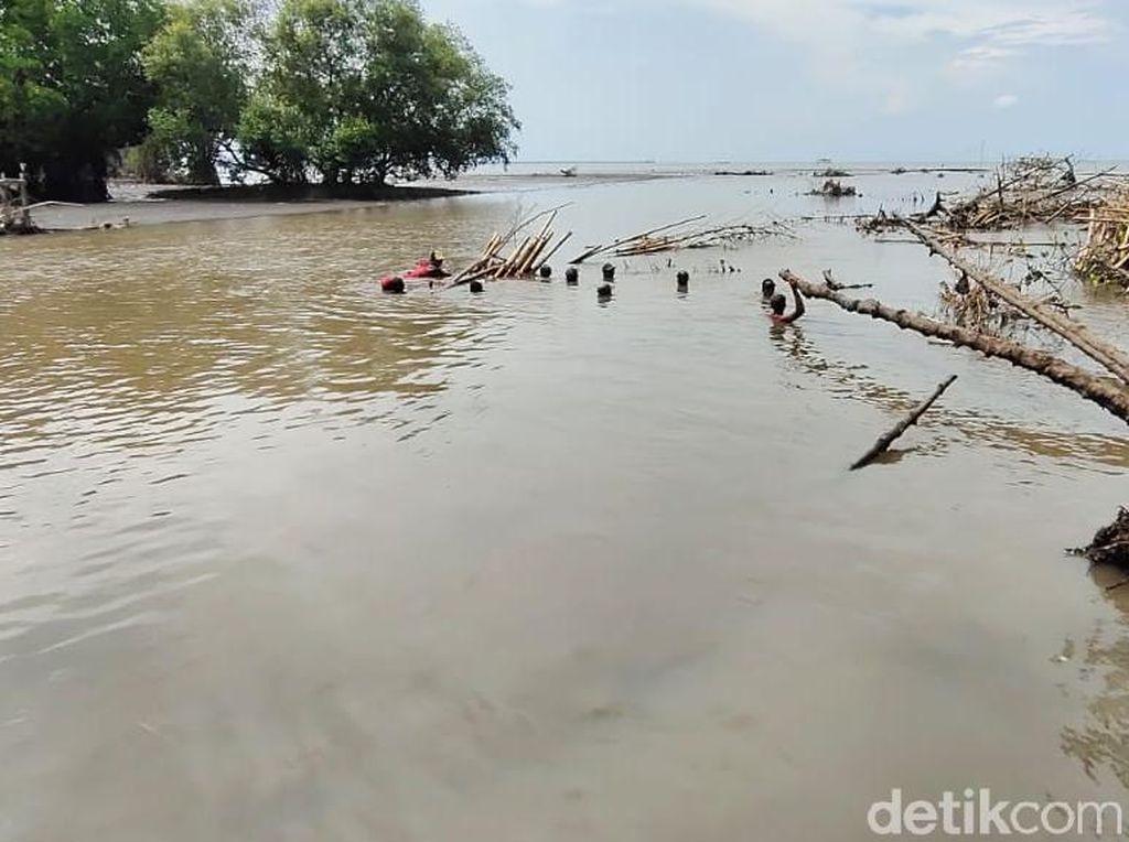 Dua Remaja Tercebur ke Laut di Probolinggo, Satu Hilang Tenggelam