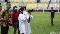 Risma Ingin Stadion GBT Seperti Ada dalam Taman yang Indah