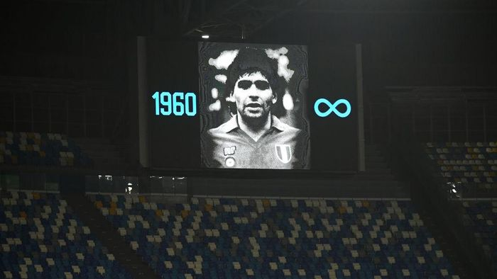 NAPLES, ITALY - NOVEMBER 26: The big screen shows an image in memory of Diego Maradona during the UEFA Europa League Group F stage match between SSC Napoli and HNK Rijeka at Stadio San Paolo on November 26, 2020 in Naples, Italy. Sporting stadiums around Italy remain under strict restrictions due to the Coronavirus Pandemic as Government social distancing laws prohibit fans inside venues resulting in games being played behind closed doors. (Photo by Francesco Pecoraro/Getty Images)