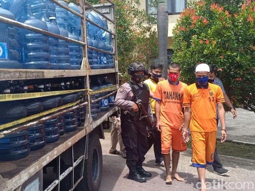 Polisi Magetan Amankan Ratusan Galon Air Mineral Bermerek yang Dipalsukan