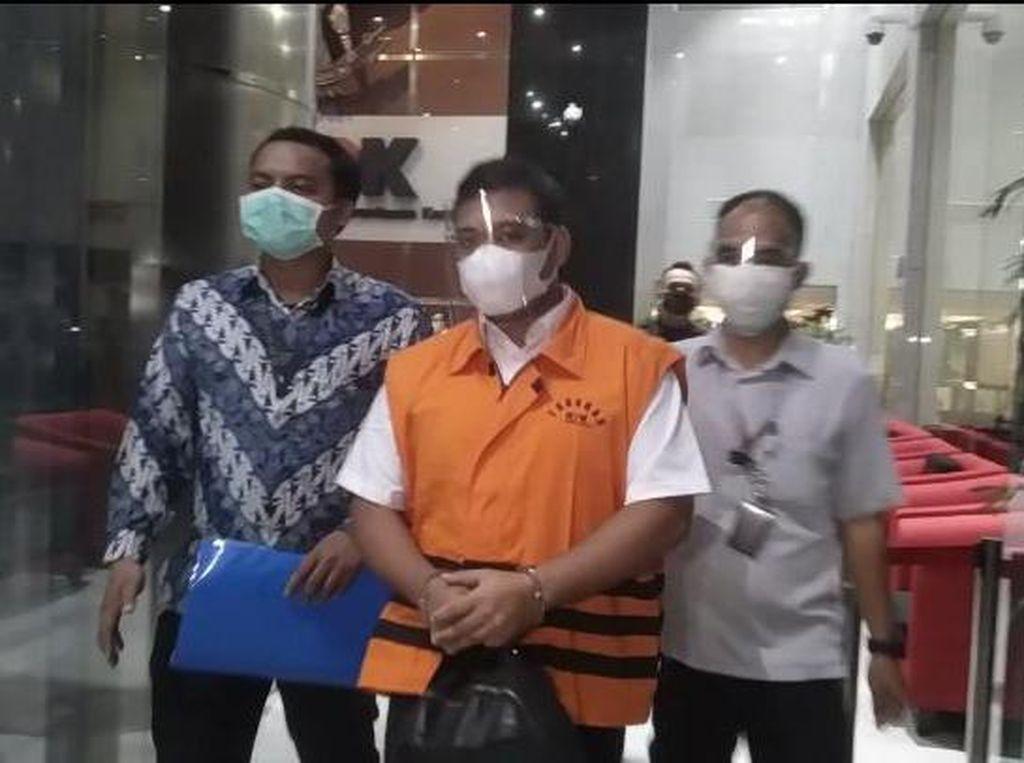 Pakai Rompi Tahanan, Staf Edhy Prabowo Dibawa ke Rutan KPK