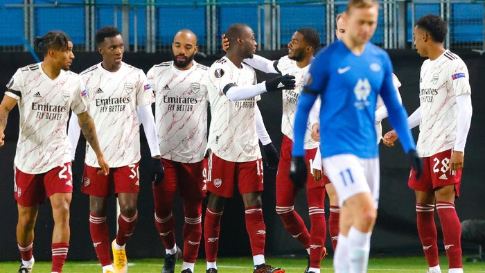 Arsenals Nicolas Pepe celebrates with teammates, after scoring the first goal of the game against Molde, during the Europa League Group stage Group B, soccer match between Molde and Arsenal at Aker Stadium in Molde, Norway, Thursday Nov. 26, 2020. (Svein Ove Ekornesvag / NTB via AP)