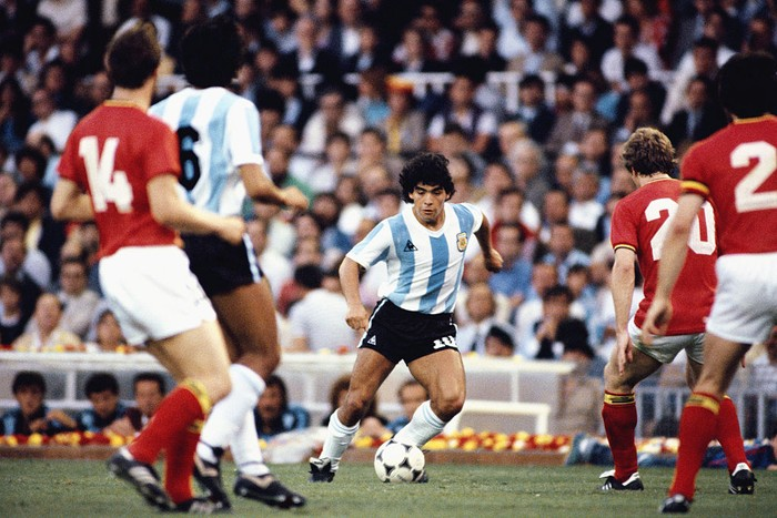BARCELONA, SPAIN - JUNE 13: Argentina player Diego Maradona (c) takes on the Belguim defence during the 1982 FIFA World Cup match between Argentina and Belguim at the Nou Camp stadium on June 13, 1982 in Barcelona, Spain.  (Photo by Steve Powell/Allsport/Getty Images)