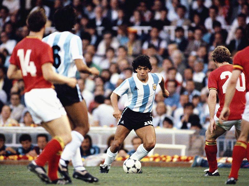 Karena Maradona Adalah Kebahagiaan Sepakbola