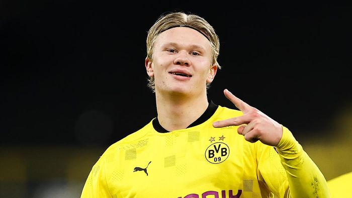 DORTMUND, GERMANY - NOVEMBER 24: Erling Haaland of Borussia Dortmund celebrates after scoring their sides third goal during the UEFA Champions League Group F stage match between Borussia Dortmund and Club Brugge KV at Signal Iduna Park on November 24, 2020 in Dortmund, Germany. Sporting stadiums around Germany remain under strict restrictions due to the Coronavirus Pandemic as Government social distancing laws prohibit fans inside venues resulting in games being played behind closed doors. (Photo by Lars Baron/Getty Images)