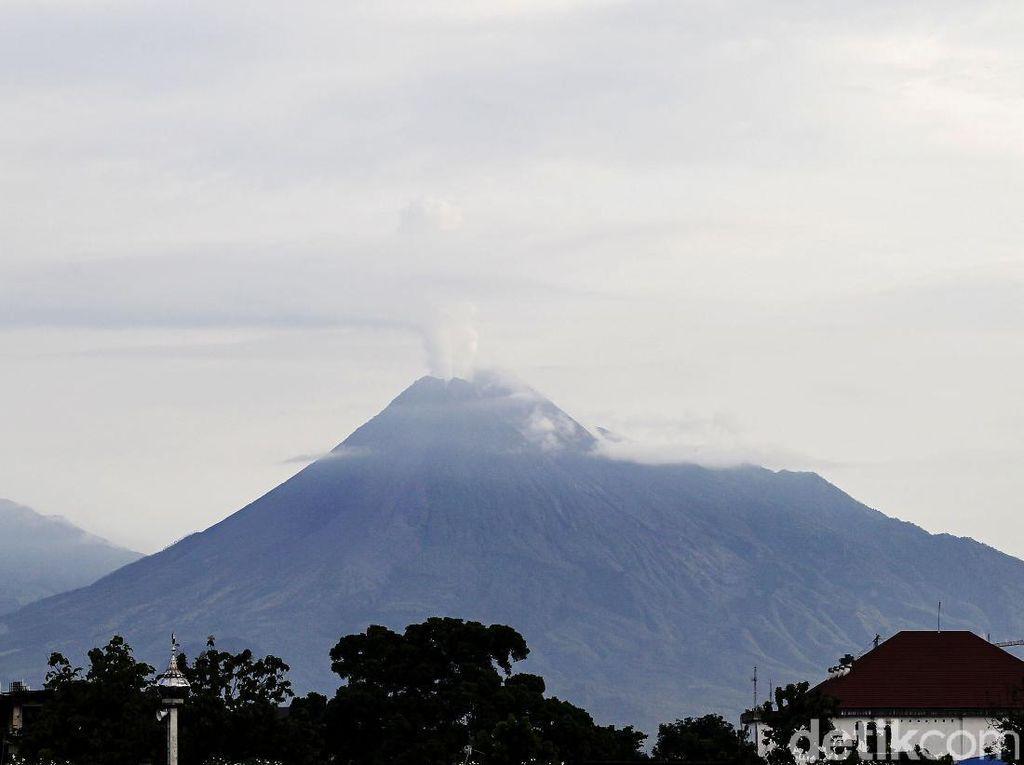 Aktivitas Gunung Merapi Sepekan: Gempa Menurun-Belum Ada Kubah Lava