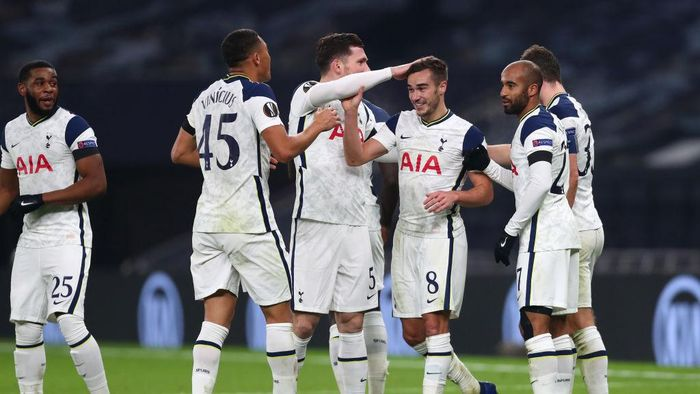 LONDON, ENGLAND - NOVEMBER 26: Harry Winks of Tottenham Hotspur  celebrates after scoring their teams third goal with his team mates during the UEFA Europa League Group J stage match between Tottenham Hotspur and PFC Ludogorets Razgrad at Tottenham Hotspur Stadium on November 26, 2020 in London, England. Sporting stadiums around the UK remain under strict restrictions due to the Coronavirus Pandemic as Government social distancing laws prohibit fans inside venues resulting in games being played behind closed doors. (Photo by Clive Rose/Getty Images)