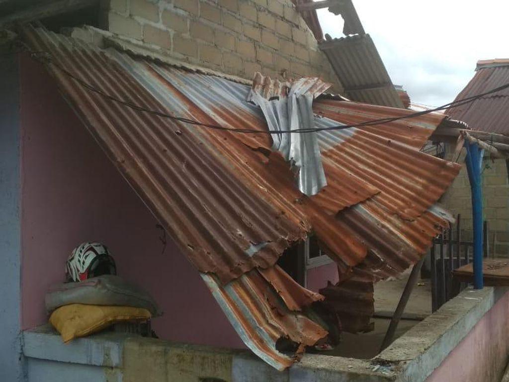 Ngeri Puting Beliung di Babel, Rumah Rusak-Balita Terbang Terbawa Angin