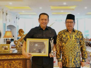 Ketua MPR Raih Penghargaan Best Institution Leader