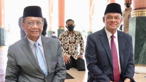 Mahfud MD bertemu Gatot Nurmantyo di Masjid Kampus UGM