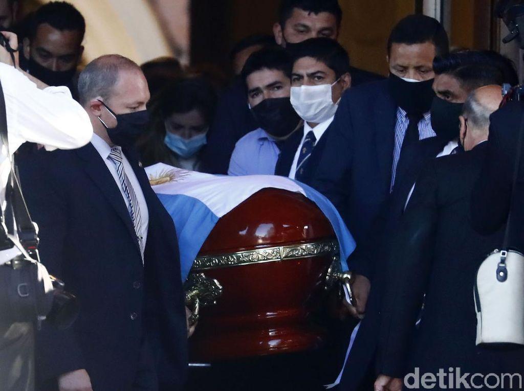 Petugas Makam yang Ajak Foto Jenazah Maradona Diancam Pembunuhan
