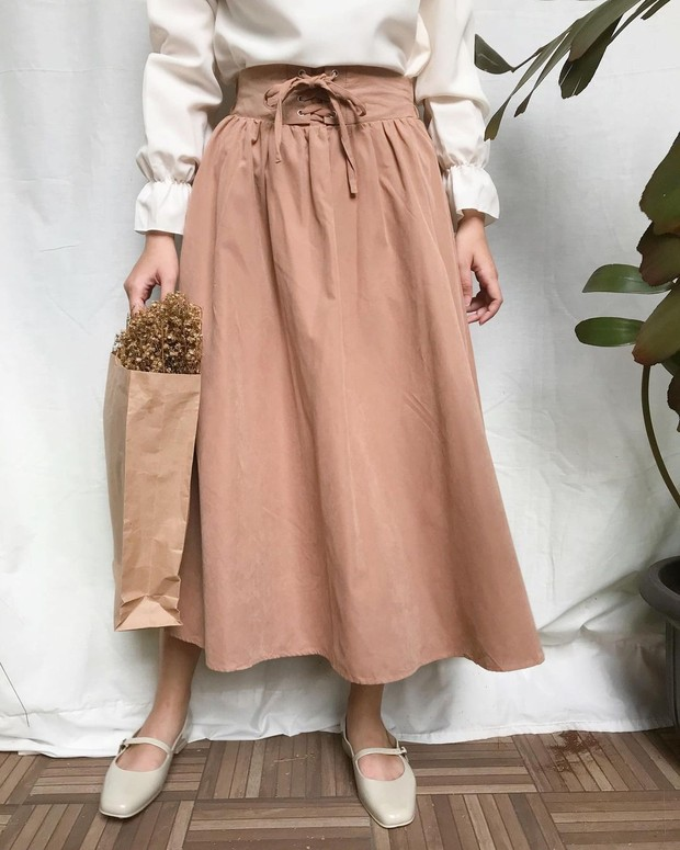 Mary Jane Shoes dengan model flat berwarna khaki