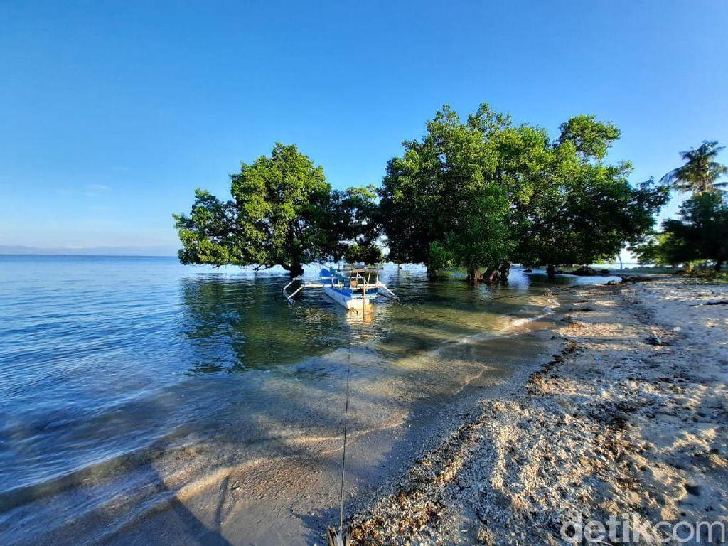 Foto:  Pantai Pasir Putih itu Bernama Paropa Kilo