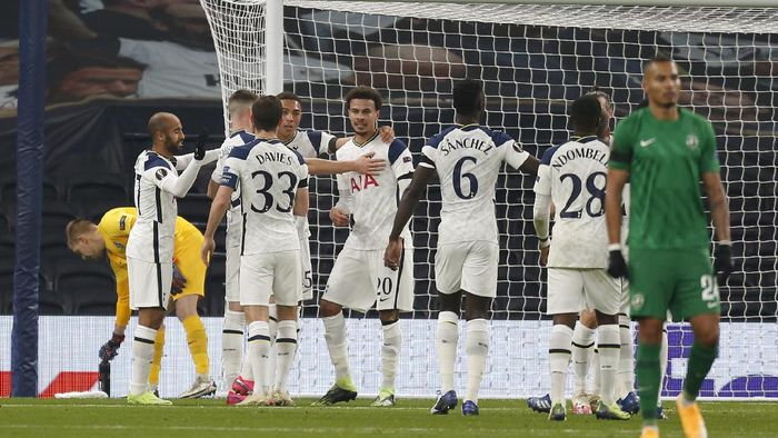 Tottenhams Carlos Vinicius, 4th from left, celebrates with team mates after scoring the opening goal during a Group J Europa League soccer match and between Tottenham Hotspur and Ludogorets at the Tottenham Hotspur stadium in London, England, Thursday Nov. 26, 2020. (Ian Kington/Pool via AP)