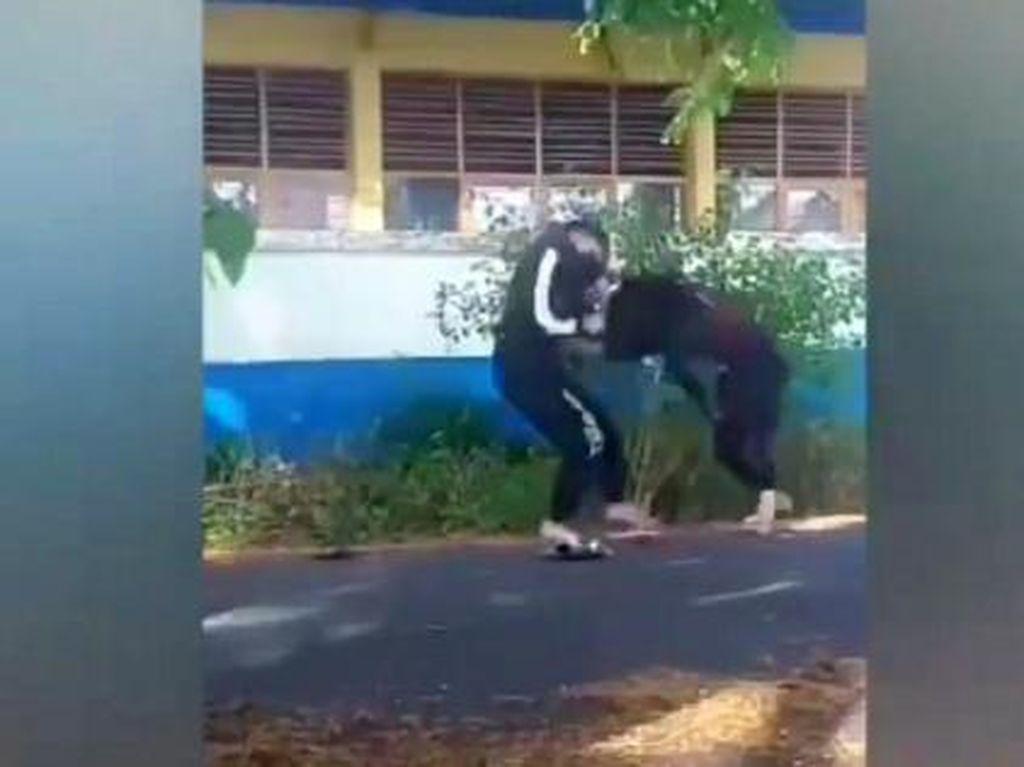Viral 2 Remaja Putri di Sinjai Duel di Jalan-Got, Polisi Turun Tangan