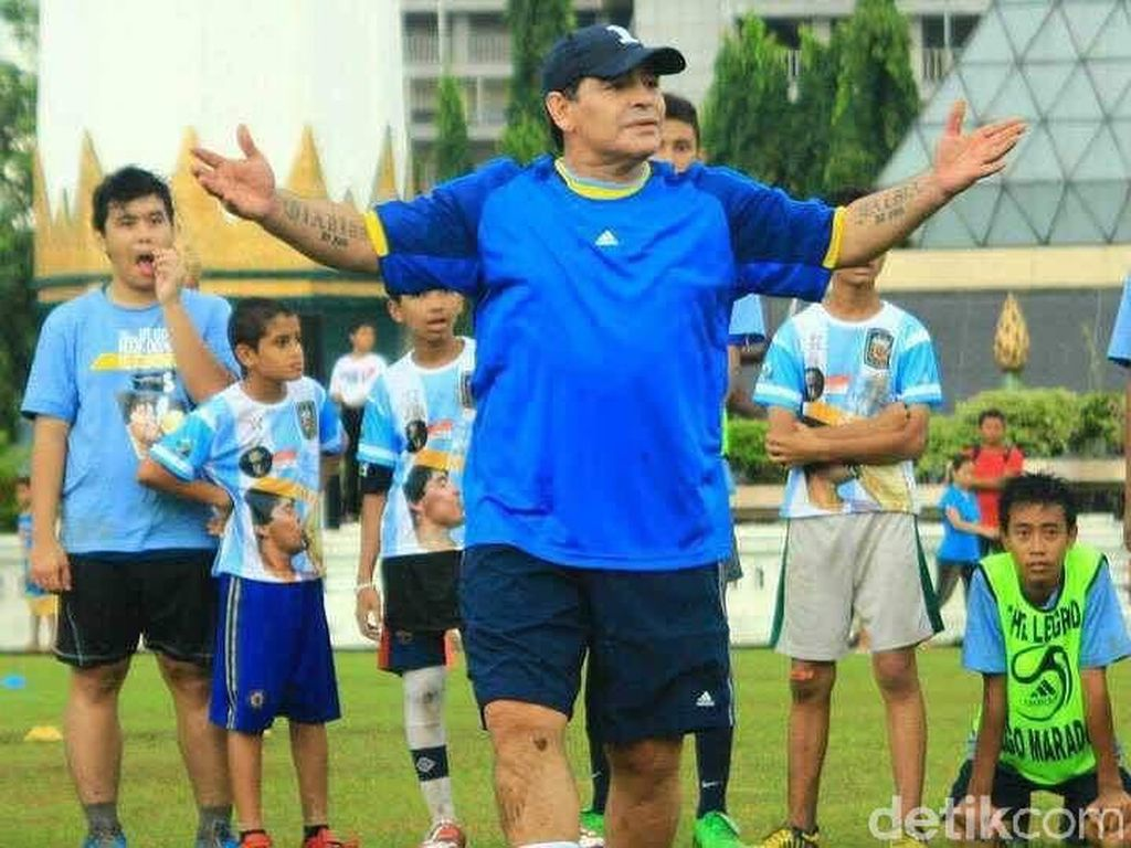 Cerita Maradona Minta Sepatu dan Kaus saat Coaching Clinic di Surabaya