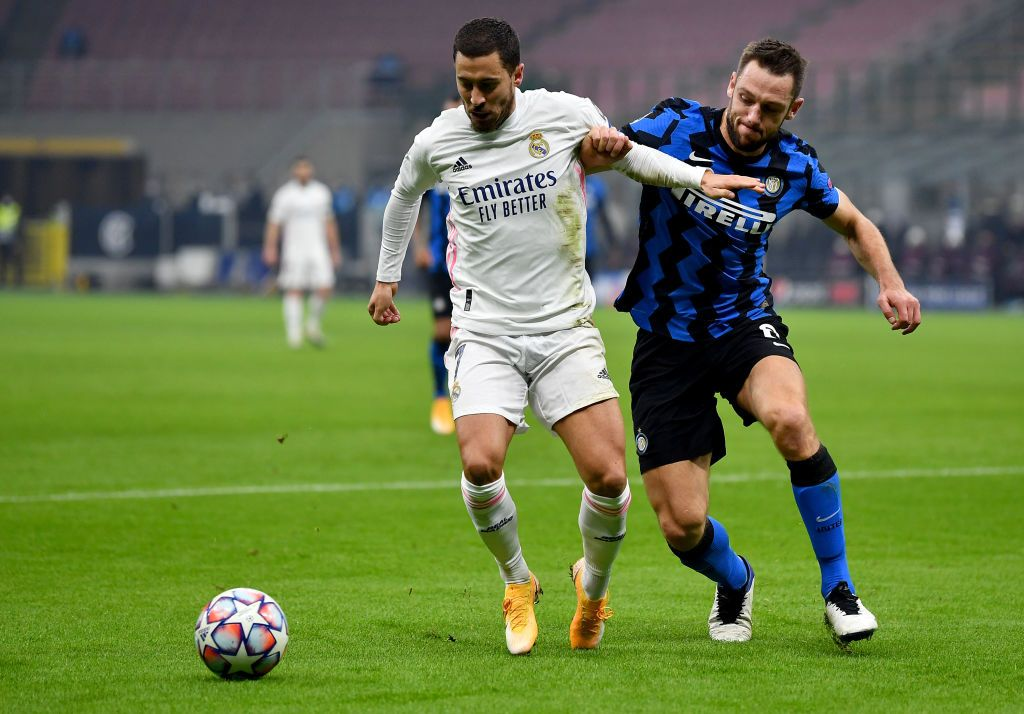 MILAN, ITALY - NOVEMBER 25: Eden Hazard of Real Madrid scores their team's first goal from the penalty spot during the UEFA Champions League Group B stage match between FC Internazionale and Real Madrid at Stadio Giuseppe Meazza on November 25, 2020 in Milan, Italy. Football Stadiums around Europe remain empty due to the Coronavirus Pandemic as Government social distancing laws prohibit fans inside venues resulting in fixtures being played behind closed doors. (Photo by Valerio Pennicino/Getty Images)