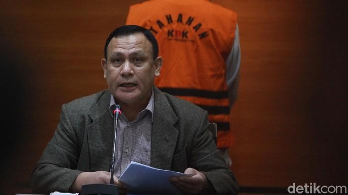 Ketua KPK Firli Bahuri memberi keterangan pers terkait OTT Wali Kota Cimahi Ajay M Priatna. Ajay ditetapkan sebagai tersangka kasus suap pembangunan rumah sakit.