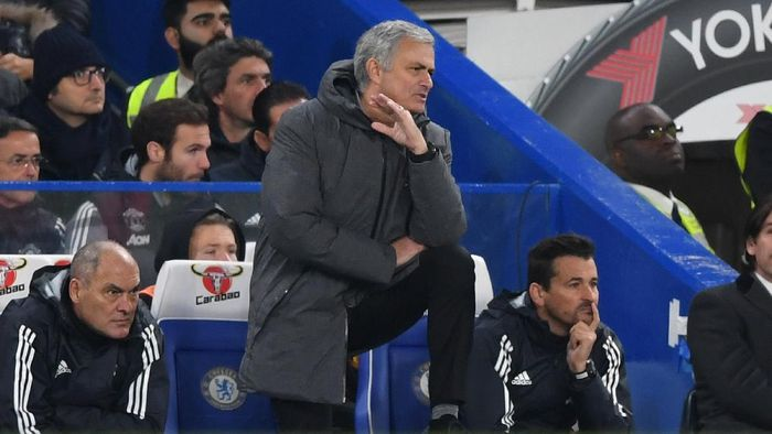 LONDON, ENGLAND - NOVEMBER 05: Jose Mourinho, Manager of Manchester United looks on during the Premier League match between Chelsea and Manchester United at Stamford Bridge on November 5, 2017 in London, England.  (Photo by Shaun Botterill/Getty Images)