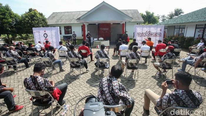 Persija Jakarta merayakan hari jadinya yang ke-92, Sabtu (28/11). Saat pandemi ini, HUT Persija digelar secara sederhana di Lapangan NYTC, Sawangan.
