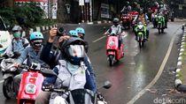 Potret Keseruan Konvoi Motor Listrik Keliling Bandung