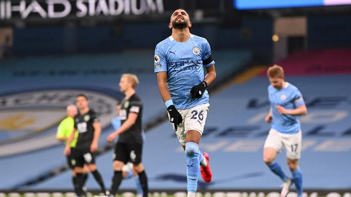 MANCHESTER, ENGLAND - NOVEMBER 28: Riyad Mahrez of Manchester City celebrates after scoring his teams first goal during the Premier League match between Manchester City and Burnley at Etihad Stadium on November 28, 2020 in Manchester, England. Sporting stadiums around the UK remain under strict restrictions due to the Coronavirus Pandemic as Government social distancing laws prohibit fans inside venues resulting in games being played behind closed doors. (Photo by Laurence Griffiths/Getty Images)