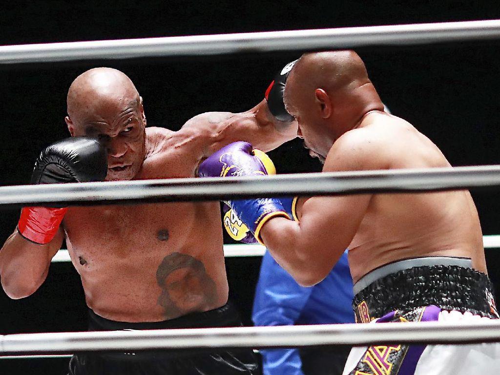 Tyson Vs Roy Jones Jr: Mirip Dua Paman yang Berkelahi di Pesta Barbeku