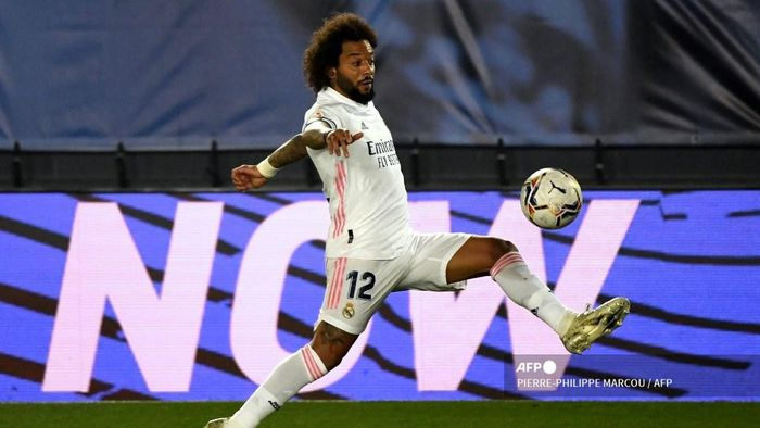 Real Madrids Brazilian defender Marcelo controls the ball during the Spanish League football match between Real Madrid and Deportivo Alaves at the Alfredo Di Stefano stadium in Madrid, on November 28, 2020. (Photo by PIERRE-PHILIPPE MARCOU / AFP)