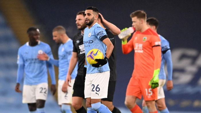 MANCHESTER, ENGLAND - NOVEMBER 28: Riyad Mahrez of Manchester City is seen with the match ball after scoring a hat-trick during the Premier League match between Manchester City and Burnley at Etihad Stadium on November 28, 2020 in Manchester, England. Sporting stadiums around the UK remain under strict restrictions due to the Coronavirus Pandemic as Government social distancing laws prohibit fans inside venues resulting in games being played behind closed doors. (Photo by Laurence Griffiths/Getty Images)