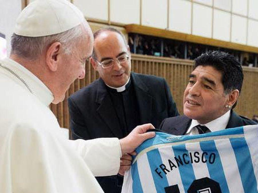 Maradona Pernah Kritik Paus dan Minta Atap Emas Vatikan Dijual