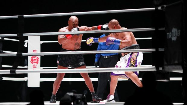 LOS ANGELES, CALIFORNIA - NOVEMBER 28: Mike Tyson throws a punch in the third round against Roy Jones Jr. during Mike Tyson vs Roy Jones Jr. presented by Triller at Staples Center on November 28, 2020 in Los Angeles, California.   Joe Scarnici/Getty Images for Triller/AFP