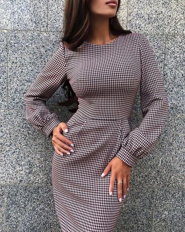 Outfit ini akan memberikan kesan seperti pengusaha yang percaya diri sekaligus elegan.