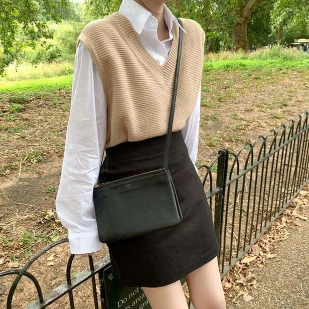 Terinspirasi dari outfit wanita pada tahun 1920 hingga 1990an.