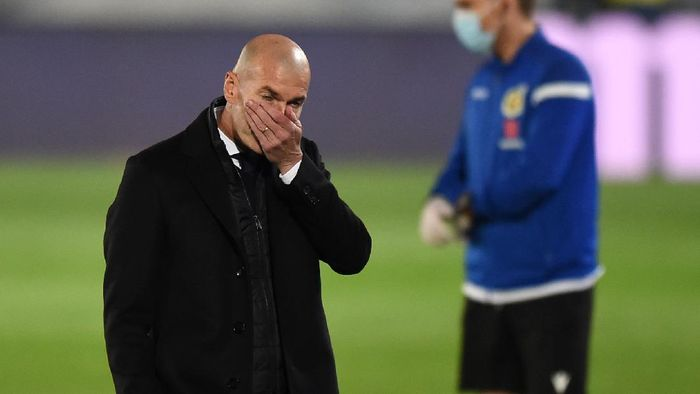 MADRID, SPAIN - NOVEMBER 28: Zinedine Zidane, Head Coach of Real Madrid reacts during the La Liga Santander match between Real Madrid and Deportivo Alaves at Estadio Santiago Bernabeu on November 28, 2020 in Madrid, Spain. Football Stadiums around Europe remain empty due to the Coronavirus Pandemic as Government social distancing laws prohibit fans inside venues resulting in fixtures being played behind closed doors. (Photo by Denis Doyle/Getty Images)