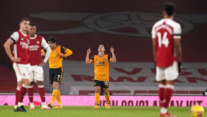 LONDON, ENGLAND - NOVEMBER 29: Daniel Podence of Wolverhampton Wanderers celebrates after scoring their teams second goal during the Premier League match between Arsenal and Wolverhampton Wanderers at Emirates Stadium on November 29, 2020 in London, England. Sporting stadiums around the UK remain under strict restrictions due to the Coronavirus Pandemic as Government social distancing laws prohibit fans inside venues resulting in games being played behind closed doors. (Photo by John Walton - Pool/Getty Images)