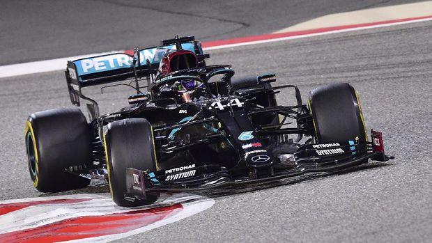 Mercedes driver Lewis Hamilton of Britain during the Formula One Bahrain Grand Prix in Sakhir, Bahrain, Sunday, Nov. 29, 2020. (Giuseppe Cacace, Pool via AP)